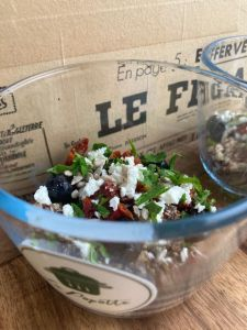 Salade Quinoa tomate séchées - La Popotte Restaurant Bressuire - Sur place, en livraison et à emporter - Manger bon, sain et local
